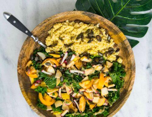 Острый картофель фри с овощной сальсой и плавленым сыром